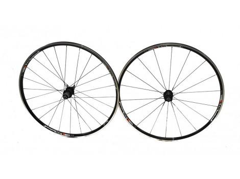 "Paire de roues vélo route Bontrager Race 700 28"" - Axe Av 9 x 100 - Axe AR 9 x 135"